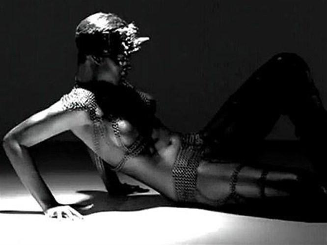 Rihanna'dan seksi klip